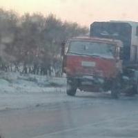 На трассе Павлодар-Омск бензовоз спровоцировал массовое ДТП