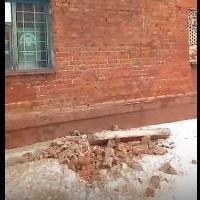 У дома на улице 20 Партсъезда в Омске обрушилась стена
