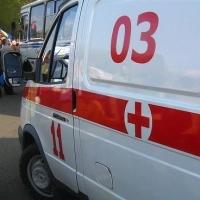 В Омске неизвестный мужчина угодил под колеса автомобиля