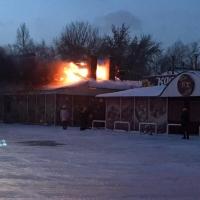 Популярная омская шашлычная «У Вартана» полыхает огнем