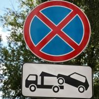 В Омске на улице Победы запретят парковки на проезжей части по просьбе жителей