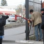 """Мэрия и приставы противостоят жильцам -""""парковщикам"""""""