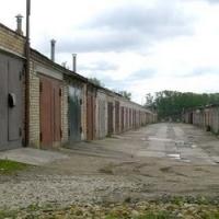 На левом берегу десятки автомобилистов лишатся гаражей из-за строительства нового спортивного центра