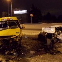 В Омске из-за столкновения иномарки с маршруткой пострадали трое человек