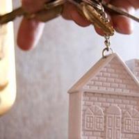 Омичи, жившие в аварийных домах, получили ключи от новых квартир