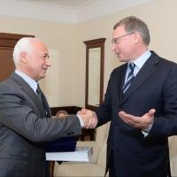 Бурков подарил Спивакову книгу и набор медалей