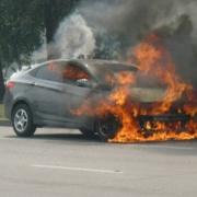 В Омске на автостоянке сгорел новый автомобиль