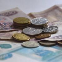 В Омске сократились расходы на зарплату чиновникам
