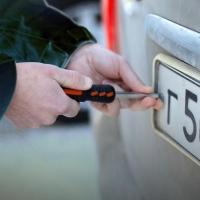 В Омске осудят мужчину, продававшего владельцам скрученные автомобильные номера