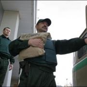 Похитители лишили омского инкассатора сумки с 250 тысячами рублей