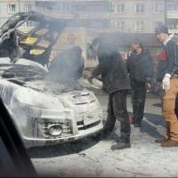 В центре Омска на ходу загорелся автомобиль