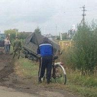 В Омской области военный грузовик «Урал» свалился в кювет