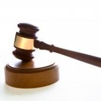 В Омске судят мужчину, избившего врача