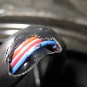 Автобус у омской мэрии мог загореться из-за замыкания электропроводки