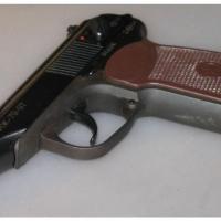 Хозяин омского кафе стрелял в клиента, пришедшего со своей бутылкой
