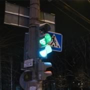 В Омске на Левобережье установили дорожные знаки с круглосуточной подсветкой