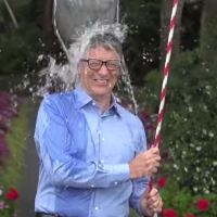 Омскому губернатору предложили добровольно вылить на себя ведро ледяной воды