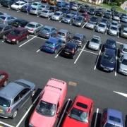 Бесплатные парковки в Омске предложено оставить у больниц и школ