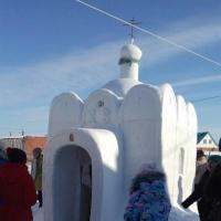 Житель омского региона построил снежный храм