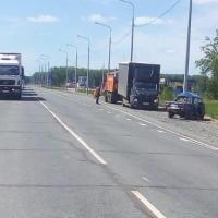 На трассе в Омской области «шестерка» неудачно развернулась