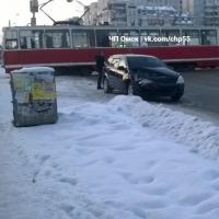 На улице 10 лет Октября в Омске за один день случилось два ДТП с трамваями