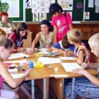 Омских детей в пришкольных лагерях кормили продуктами без документов