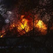 Омские пожарные спасли 23 человек из горящего общежития