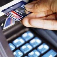Снимавший деньги в банкомате омич лишился 60 тысяч