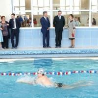 Бурков посмотрел на обновленный бассейн в калачинской гимназии