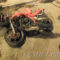 В результате ночного ДТП в Кировском округе Омска погиб молодой мотоциклист