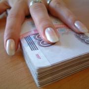 Женщина-риелтор забирала себе деньги омских матерей