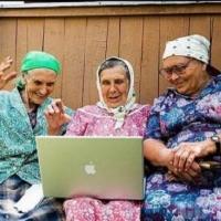В Омске пожилых людей научат пользоваться интернетом