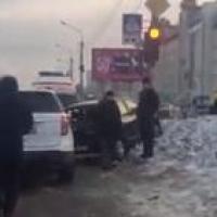 У Казачьего рынка в Омске столкнулись шесть машин