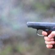Полицейский применил оружие, чтобы прекратить драку в кафе