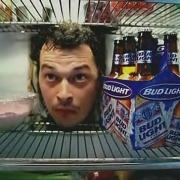 Омский грабитель вместо куриц-гриль забрал пиво из холодильника