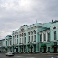 В Омске проехались асфальтовым катком по драмтеатру и Любинскому проспекту