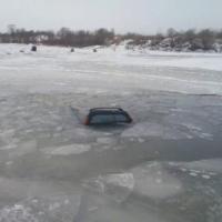 Иномарка молодого омича ушла под лед Иртыша вместе с водителем