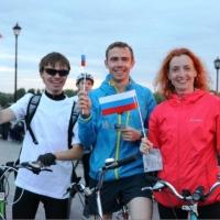Омская «велоночь» собрала 300 велосипедистов
