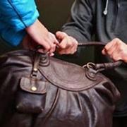 Омские школьники отняли у грабителя сумку и фотоаппарат