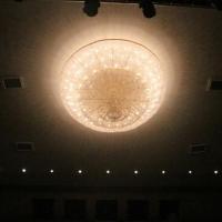 В новом здании «Галерки» над зрительным залом повеселили люстру в 300 кг