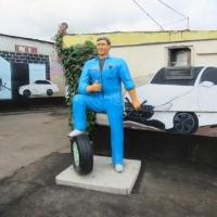Заключенные омского ЛИУ-10 слепили себе приветливого автомеханика
