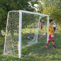 В Омской области упавшие футбольные ворота травмировали мальчика