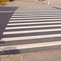 В Омске на улице Герцена демонтируют пешеходный переход