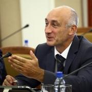 Омский министр Вадим Меренков бросил всё имущество и улетел в столицу
