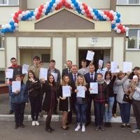 Еще 20 выпускников детских домов Омской области получили новые квартиры