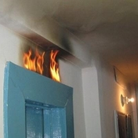 Омичи сами потушили пожар в лифте жилого дома