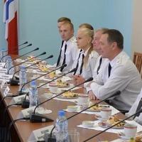 Глава омского региона был приятно удивлен пограничнику-девушке