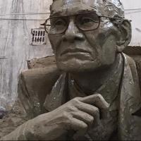 Памятник омскому художнику Шакенову поставили на улице Ленина