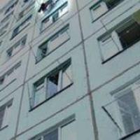 В Омске выпавший из окна ребенок получил смертельные травмы