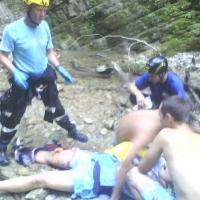 В Сочи спасатели помогли сорвавшемуся с высоты туристу из Омска